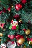 Dekorerad julgran med leksaker Arkivbilder