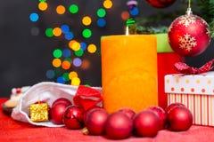 Dekorerad julgran på sömlös bakgrund Royaltyfri Fotografi