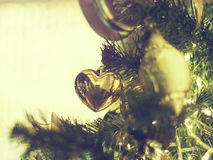 Dekorerad julgran på suddigt, brusande Fotografering för Bildbyråer
