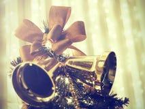 Dekorerad julgran på suddigt, brusande Royaltyfria Foton