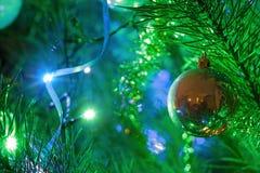 Dekorerad julgrancloseup royaltyfria bilder