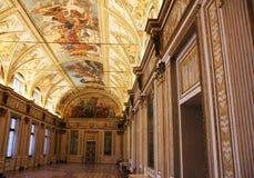 Dekorerad korridor med freskomålningar i museet Palazzo Te i Mantova, Italien Royaltyfria Foton