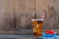 Dekorerad muffin och kall drink med 4th det juli temat Arkivbild