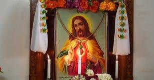 Dekorerad ram med den Jesus foto och stearinljuset Royaltyfria Foton