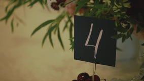 Dekorerad tabell för en bröllopmatställe stock video