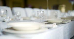 Dekorerad tabell för lyx, elegant matställe, romansk bakgrund för matställe lager videofilmer