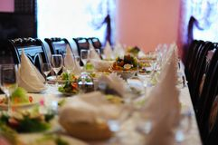 Dekorerad tabell i restaurang Fotografering för Bildbyråer