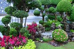 Dekorerad trädgård royaltyfria bilder