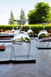 Dekorerad utomhus- äta middag tabell Royaltyfri Bild