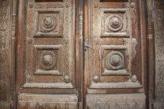 Dekorerad wood dörr Fotografering för Bildbyråer