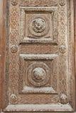 Dekorerad wood dörr Arkivbilder
