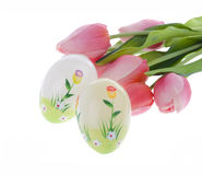 Dekorerade ägg och blommor Fotografering för Bildbyråer