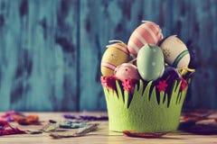 Dekorerade easter ägg av olika färger Royaltyfri Bild