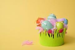 Dekorerade easter ägg av olika färger Royaltyfri Foto