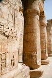 Dekorerade egyptiska kolonner Arkivfoton