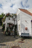 Dekorerade gator i den gamla staden i Stavanger, Norge Royaltyfri Bild