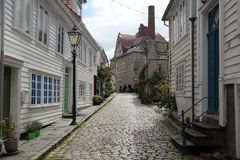 Dekorerade gator i den gamla staden i Stavanger, Norge Royaltyfri Foto