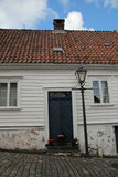 Dekorerade gator i den gamla staden i Stavanger, Norge Arkivfoto