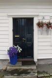 Dekorerade gator i den gamla staden i Stavanger, Norge Royaltyfria Bilder