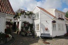 Dekorerade gator i den gamla staden i Stavanger, Norge Royaltyfri Fotografi