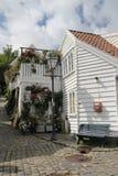 Dekorerade gator i den gamla staden i Stavanger, Norge Arkivfoton