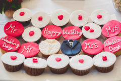Dekorerade muffin för att gifta sig Royaltyfria Foton