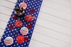 Dekorerade muffin och kall drink med 4th det juli temat Royaltyfri Foto