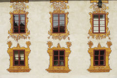 Dekorerade slottfönster Arkivbild
