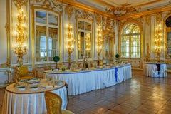 Dekorerade tabeller med emblemen och fönsterramarna av ryska beställningar av Royaltyfria Bilder