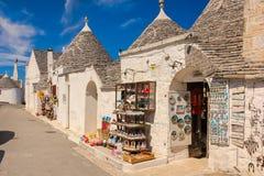 Dekorerade Trulli Alberobello Apulia italy fotografering för bildbyråer