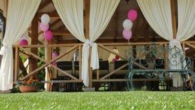 Dekorerade väntande på gäster för händelsebröllop stock video