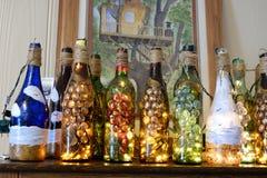 Dekorerade vinflaskor Royaltyfri Foto