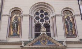 Dekorerat av den kyrkliga fasaden Arkivfoto