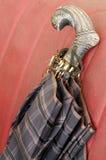 Dekorerat handtag för tappning paraply Arkivfoto