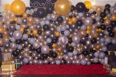 Dekorerat med färgrik ballonggarnering för fotografi Photozone royaltyfria foton