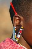Dekorerat öra av masaien Mara Arkivfoto