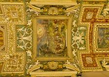 Dekorerat tak i gallerit av av översikter, Vaticanenmuseum Arkivfoto