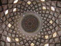 Dekorerat tak inom av Borujerdi det traditionella persiska huset, Kashan Iran Arkivfoton