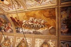 Dekorerat tak med freskomålningar av en vagn med hästar i museet Palazzo Te i Mantova, Italien Fotografering för Bildbyråer