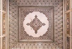 Dekorerat tak på Hawa Mahal Arkivfoton
