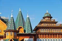 Dekorerat torn och tak av den stora träslotten Fotografering för Bildbyråer
