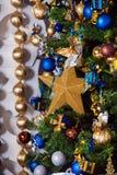 Dekorerat träd för nytt år, julbakgrund Arkivbilder