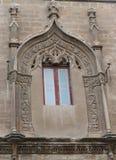 Dekorerat triforafönster av tornet av den CasaProfessa kyrkan i Palermo, Sicilien, Italien royaltyfri foto