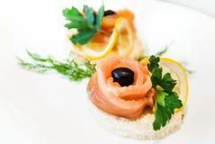 Dekorować kanapki z czerwieni ryba Fotografia Stock