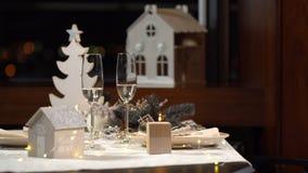 Dekorujący świąteczny boże narodzenie stół zbiory
