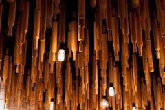 Dekorujący stropujący toczne szpilki żarówkę i fotografia stock