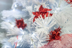 Dekorujący białe boże narodzenia drzewni Obraz Royalty Free