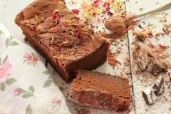 Dekorujący domowej roboty Czekoladowy tort z kraciastą czekoladą Zdjęcie Stock