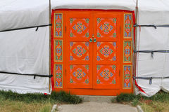 Dekorujący drzwi Mongolska jurta Fotografia Royalty Free