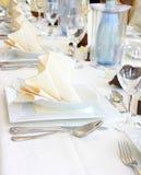 Dekorujący stołowy w restauracyjnym czekaniu dla przyjęcia obrazy royalty free